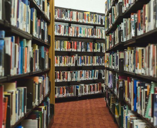 Biblioteka Radom:  Pod ciemną skórą Filipin